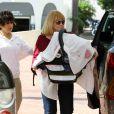 Jessica Alba retrouve finalement sa maman et son bébé Haven dans un centre commercial. Los Angeles, 7 octobre 2011