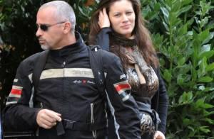 Eros Ramazzotti : Nouveau look de biker pour le jeune papa auprès de sa compagne