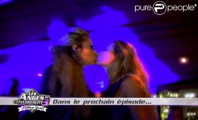 Stéphanie et Annaëlle s'embrassent (épisode  Les Anges de la Télé-Réalité 3  du mardi 11 octobre 2011).