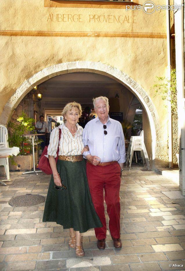 Le roi Albert et la reine Paola en août 2011, lors de leurs vacances en Provence.   Dans son projet de formation d'un nouveau gouvernement, Elio Di Rupo, formateur nommé par le roi Albert, et les négociateurs ont prévu une baisse des dotations de la famille royale ''pour le prochain règne''. Carrément supprimée dans le cas du prince Laurent et de la princesse Astrid.