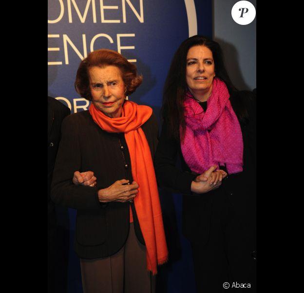 Liliane Bettencourt et sa fille Françoise Bettencourt-Meyers le 3 mars 2011 à Paris dans les quartiers généraux de l'UNESCO