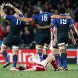 L'équipe de France célèbre sa victoire en demi-finale de la Coupe du monde de rugby avec ses supporters dans l'Eden Park d'Auckland le 15 octobre 2011