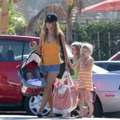 Denise Richards, une maman attendrissante avec ses trois poupées