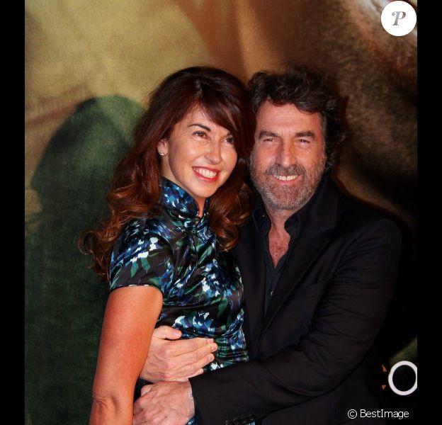 François Cluzet et son épouse lors de l'avant-première à Paris du film Intouchables le 18 octobre 2011