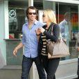 Kate Winslet et son nouveau chéri Ned Rockroll, neveu de Richard Branson, amoureux à leur arrivée à l'aéroport de San Francisco le 14 octobre 2011.