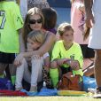 Denise Richards est venue applaudir sa fille aînée Sam lors d'un match de football avec sa petite soeur Lola le 22 octobre 2011