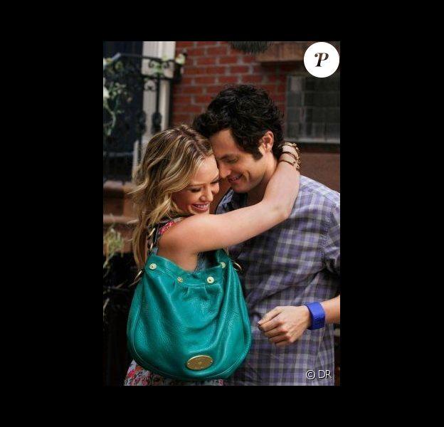Hilary Duff incarne Olivia Burke, une jeune femme qui file le parfait amour avec Dan Humphrey (Penn Badgley)