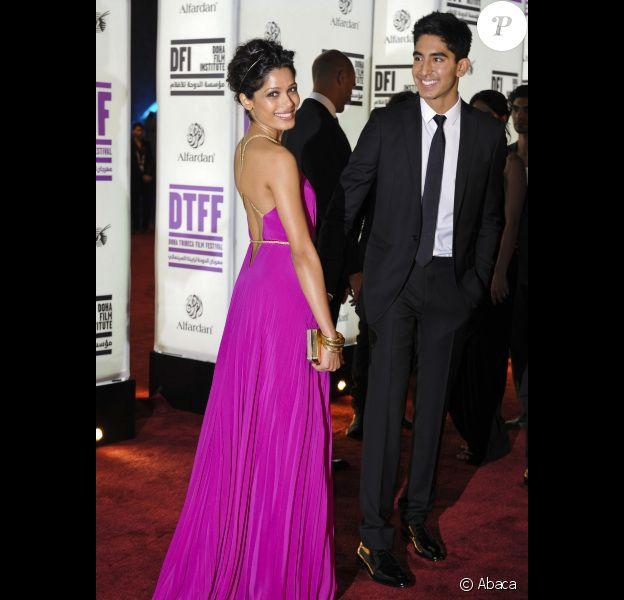 Freida Pinto et Dev Patel lors de la présentation du film Or Noir au festival du film de Tribeca à Doha le 25 octobre 2011