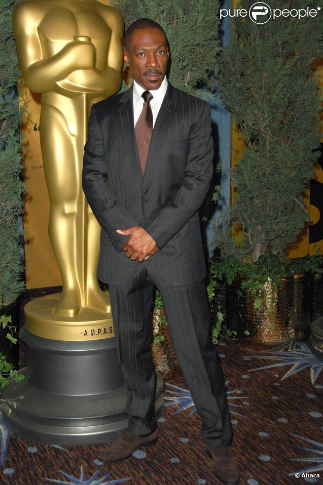 Eddie Murphy lors de la cérémonie des Oscars de 2007. Suite au scandale ayant entraîné le retrait de Brett Ratner dans la production de la cérémonie 2012, Eddie Murphy a également choisi de renoncer.