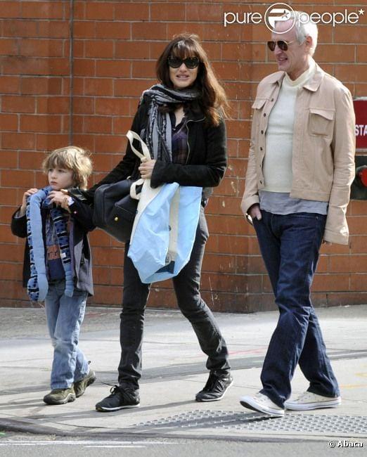 Rachel Weisz, son fils Henry, et Tim Craig à New York, le 23 octobre 2011.