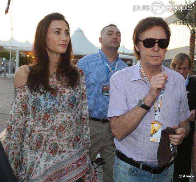 Sir Paul McCartney et son épouse Lady Nancy étaient mi-novembre à Abu Dhabi au moment où s'y courait le Grand Prix de Formule 1, le 13 novembre 2011. Macca reprenait à cette date le cours de sa tournée.
