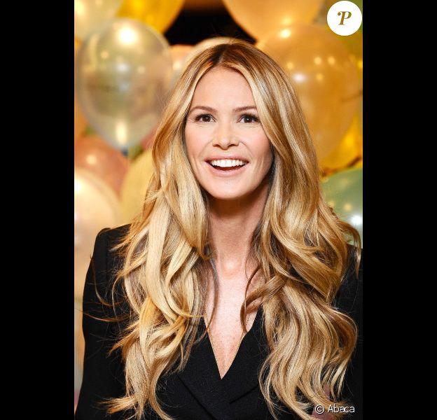 Elle Macpherson chez Selfridges pour célébrer les 10 ans de sa ligne de lingerie. Le 15 novembre 2011