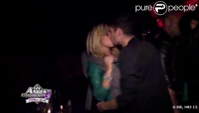 Guillaume et Stéphanie s'embrassent dans les Anges de la télé-réalité 3, mercredi 16 novembre 2011, sur NRJ 12