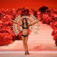 Alessandra Ambrosio splendide lors du défilé Victoria's Secret le 9 novembre 2011 à New York