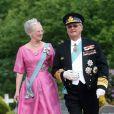 """""""Mariage de Marie Cavallier et de Joachim de Danemark : la reine Margrethe et son mari Henrik"""""""
