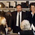 Inès de la Fressange et Denis Olivennes, complices en coulisse, lors de la soirée Europe 1 fait Bobino, le 28 novembre 2011 à Bobino