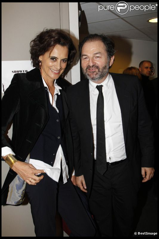 Inès de la Fressange et Denis Olivennes, amoureux, lors de la soirée Europe 1 fait Bobino, le 28 novembre 2011 à Bobino