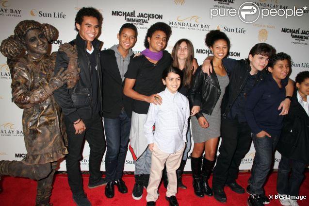 Paris, Blanket et Prince Jackson lors de la première du spectacle The Immortal Wolrd Tour, par le Cirque du Soleil, à Las Vegas le 3 décembre 2011