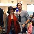 LeAnn Rimes très heureuse, fait du shopping avec son mari Eddie Cibrian à Malibu, le 11 décembre 2011