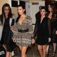 Kim Kardashian, et ses soeurs Kourtney et Khloe à l'occasion de l'inauguration de la boutique kardashian Khaos à Las Vegas le 15 décembre 2011