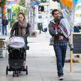 Jessica Alban, Cash Warren et leurs filles à Los Angeles, le 17 décembre 2011.