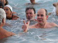 Albert de Monaco se déshabille et se jette à l'eau pour un bain de Noël de folie
