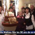 Mireille Mathieu célèbre en famille les 90 ans de sa maman Marcelle-Sophie à Coudekerque-Branche, le 17 décembre 2011.