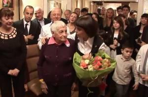 Mireille Mathieu réunit ses treize frères et soeurs pour les 90 ans de sa maman