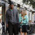 Déjeuner entre deux amis ou flirt ? Ashley Tisdale, nouvelle célibataire et son ex partenaire dans  Hellcats  Robbie Jones sont sorties déjeuner à Los Angeles le 21 décembre.