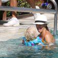 Boris Becker dans la piscine de son hôtel, en vacances à Miami le 27 décembre 2011