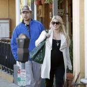 Jessica Simpson, enceinte, n'a pas renoncé aux talons vertigineux pour son homme