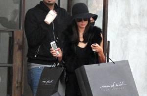 Paris Hilton, désormais brune : En couple avec un célèbre DJ ?