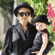 Nicole Richie et son fils Sparrow s'accordent pour une sortie stylée sous le soleil de Los Angeles. Juin 2011.