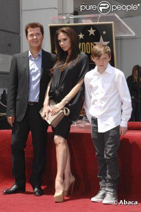 Brooklyn Joseph Beckham, 12 ans, au côté de sa mère et de Simon Fuller à Hollywood en mai 2011.