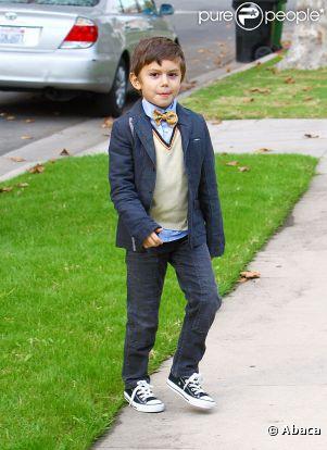 Le fils aîné de Gwen Stefani et Gavin Rossdale, Kingston s'est fait beau et a enfilé son plus beau noeud pap' pour passer Thanksgiving en famille. Los Angeles, le 24 novembre 2011.