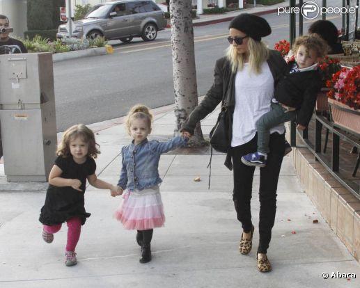 Nicole Richie, ses deux bouts de chou et une amie de sa fille Harlow, tous lookés à la perfection forment une des familles les plus stylées d'Hollywood.