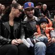 Alicia Keys, Swizz Beatz et leur fils Egypt assistent du premier rang à un match des New York Knicks. New York, le 25 décembre 2011.