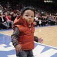 Le petit Egypt (1 an) foule le parquet du Madison Square Garden avec style.