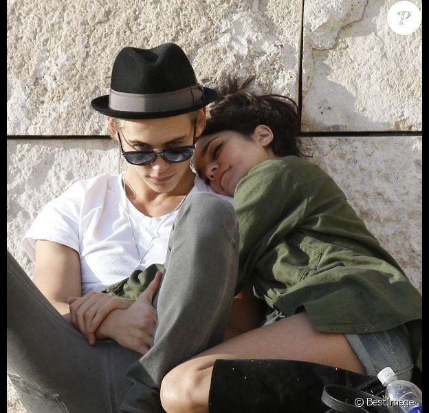 Vanessa Hudgens et Austin Butler, complices et très amoureux, à Los Angeles, le 10 janvier 2012