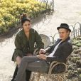 Vanessa Hudgens et Austin Butler se promènent, très amoureux, à Los Angeles, le 10 janvier 2012