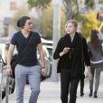 Chloë Moretz et un ami se promènent dans les rues de West Hollywood le 8 janvier 2012