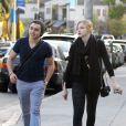Chloë Moretz : en promenade avec un ami dans les rues de West Hollywood le 8 janvier 2012