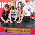 Paris, Prince et Blanket lors d'une cérémonie hommage au pied du Chinese Theatre de Los Angeles où les empreintes de Michael Jackson ont été posées le 26 janvier 2012