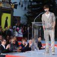 Justin Bieber lors d'une cérémonie hommage à Michael Jackson au cours de laquelle ont été apposées les empreintes du King of Pop au pied du Chinese Theatre de Los Angeles le 26 janvier 2012