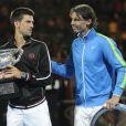 Novak Djokovic et Rafael Nadal complice après leur finale historique de l'Open d'Australie le 29 janvier 2012 à Melbourne