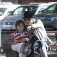 Gwen Stefani en famille, avec son mari Gavin Rossdale et leurs fils Zuma et Kingston à Agoura Hills le 29 janvier 2012
