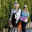 Gwen Stefani et la nounou de leurs fils Kingston et Zuma, vont à une fête à Los Feliz, le 28 janvier 2012