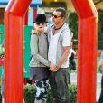 Gwen Stefani très tendre avec son mari Gavin Rossdale, dans un parc de Los Angeles le 29 janvier 2012