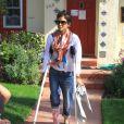 Halle Berry, le pied dans le plâtre, va chercher Nahla à l'école, à Los Angeles, le 2 février 2012