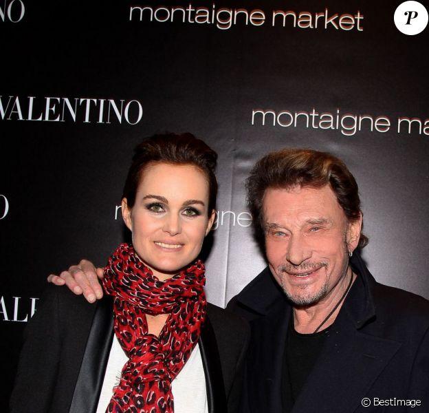 Laeticia et Johnny Hallyday au lancement du sac Vavavoom de Valentino, vendu en édition limitée et en exclusivité au magasin Montaigne Market à Paris, le 25 janvier 2012